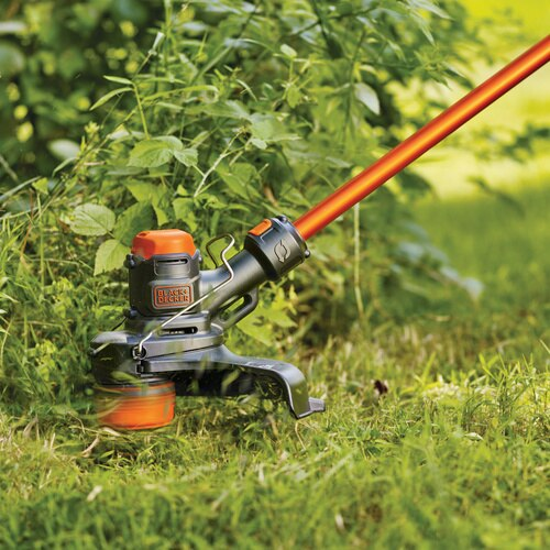 Black and Decker - 60V MAX EASYFEED Cordless String Trimmer - LST560C